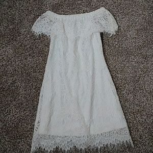 White lace off the shoulder dess